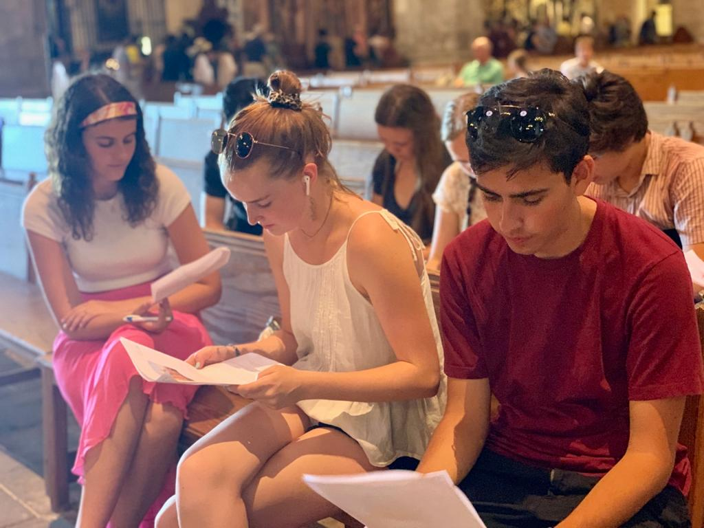 Students learning about the Cathedral of Palma